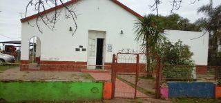 Desconocidos ingresaron en el humilde establecimiento escolar ubicado en plena zona rural de Theobald y se llevaron cuanto pudieron causando un gran daño a la comunidad educativa. A la escuela asisten 10 alumnos que son hijos de trabajadores rurales de la zona.
