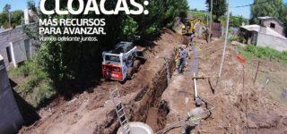 Las autoridades del ENOHSA confirmaron un financiamiento de $40.000.000 para ejecutar la segunda etapa del colector principal y el total de red de colectoras para brindar el servicio de cloacas a toda la población de la vecina localidad.