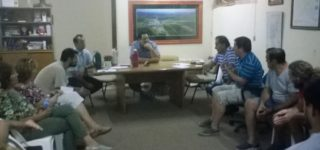 Los Vecinos Autoconvocados de Empalme mantuvieron una reunión con el presidente Comunal, Raul Ballejos, en el marco de las gestiones que llevan adelante para evitar nuevos anegamientos en la vecina localidad. El encuentro se llevó a cabo el lunes por la noche en el Centro Cívico.