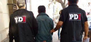 Personal de la PDI detuvo a un individuo de 43 años de edad por un presunto abuso sexual gravemente ultrajante agravado por el vínculo. Fue apresado en su vivienda de barrio Santa Teresita.