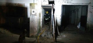 El sábado ardió una casa de fin de semana en la localidad de Theobald en momentos en que se encontraba desocupada. El domingo por la noche se registró un siniestro similar en una vivienda de Empalme, habitada por una mujer y sus tres pequeños hijos.