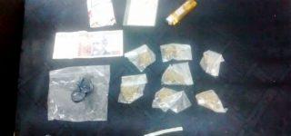 Personal de la Brigada Operativa Antinarcóticos sorprendió a una persona de 28 años que tenía bolsitas con marihuana y que presuntamente se encontraba comercializando esa sustancia en una plaza del centro de la ciudad.
