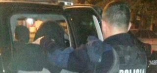 En la tarde del martes un sujeto violentó la puerta de una vivienda de calle Derqui al 8000 pero su accionar fue advertido por vecinos del lugar y trato de huir. Tras una breve persecución, a la que se sumó personal policial, fue capturado.