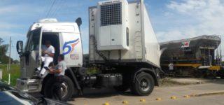 El miércoles por la tarde una formación ferroviaria colisionó contra un semirremolque que era traccionado por un camión conducido por una persona de Villa Constitución. Pese a los daños materiales no hubo heridos.