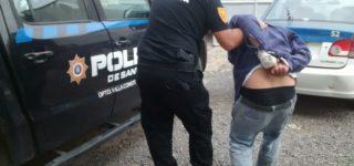 El viernes por la mañana fue atrapado en Theobald un delincuente villense que pretendió robar en la casa de un policía. En la madrugada del sábado fue detenido en Rivadavia y Pampa otro conocido delincuente que, en este caso, robó una bicicleta del interior de una vivienda.