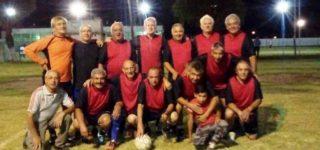 El plantel de Matadero venció a Constitución el último viernes, por la 2ª fecha del torneo de verano para mayores de 60 años, y se colocó en la punta en soledad.