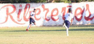Central Argentino cortó el buen arranque de Riberas al derrotarlo por 2 a 0 en condición de visitante, mientras que el Monstruo superó a Figherense por 3 a 2 para obtener el primer triunfo en el campeonato. En tanto, Libertad se quedó con el clásico y es el líder del torneo.