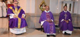 La toma de posesión se realizó el viernes en el transcurso de la Santa Misa de la cual participó el arzobispo Eduardo Martín.