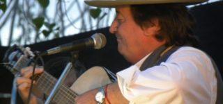 """En el marco de su gira nacional """"La Guitarra de Arbolito"""", Carlos Ramón Fernández brindará un show mañana por la noche. Las entradas tienen un valor de $300."""
