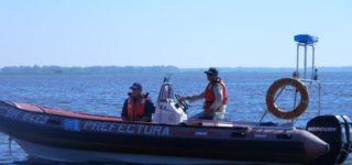 El domingo un hombre se dirigió en un bote plástico a una laguna en la zona de las islas entrerrianas y no regresó a la ranchada donde lo esperaba un amigo. Este salió a buscarlos y encontró la embarcación semi hundida pero sin rastros del ocupante.
