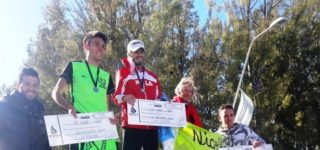 """""""El Lobo"""" cumplió 77 años ayer, y en este marco el sábado realizó su primera maratón aniversario que contó con la intervención de 200 atletas. El ganador de la general de 8km fue el rosarino Cristian Meneguzzi con un tiempo de 26m28s."""
