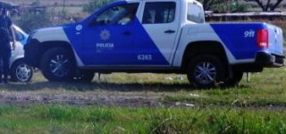 El cuerpo sin vida de un hombre fue descubierto en un descampado ubicado detrás de barrio Parque Sur. Vivía en la calle y tenía diversos antecedentes policiales. Al momento de la muerte habría estado aspirando pegamento.