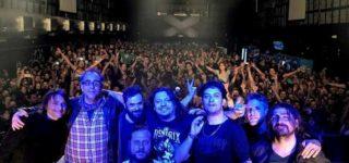 La banda llega aVilla Constituciónen el marco de su gira por los 25 años de carrera, que comenzó este año con el show realizado en un colmadoLuna Park, el cual quedará plasmado en un CD/DVD que llevará como nombreCielo Vivo.