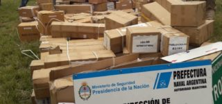 Durante un operativo conjunto de Gendarmería Nacional, Prefectura Naval, Policía Federal y Policía de Seguridad Aeroportuaria fue requisado un vehículo que transportaba unas 150 cajas con repuestos y piezas automotrices sin el aval aduanero correspondiente.