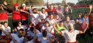 El rojiblanco se consagró campeón del año de la Liga Campesina, el sábado con Reserva y el domingo festejó el Clausura de primera división al imponerse en ambos partidos ante Independiente de Sargento Cabral. Ahora, la primera jugará la final del año ante Sportivo Godoy.