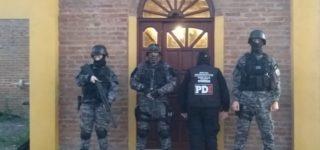 Un descomunal despliegue de fuerzas de seguridad tuvo lugar el miércoles en nuestra región en el marco de una investigación por narcotráfico y lavado de activos. Fueron allanados domicilios de Venado Tuerto, Firmat, Juncal, Wheelwright, Paraje Villa Divisa de Mayo, Hughes e Inés Indart (provincia de Buenos Aires), Casilda, Chabás y Rosario. También hubo tres en la cárcel de Piñero.