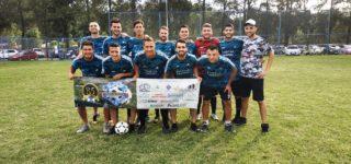 Organización Galassi, Caprichitos-Goldfish, Panificadora Don Jorge y Praga Bar ganaron sus duelos de cuartos de final y se convirtieron en los cuatro mejores equipos del certamen del Club Náutico Villa Constitución.
