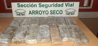 Gendarmería Nacional detuvo a una persona y secuestró más de 12 kilos de estupefacientes. Personal de la Fuerza realizó la apertura del bulto tipo caja interdictado el pasado 28 de diciembre durante un operativo en la autopista.