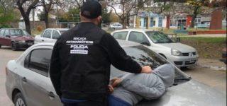 Personal de la Brigada Operativa Antinarcóticos VI aprehendió a un joven de 17 años al que sorprendieron en la vía pública comercializando marihuana.