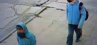"""El accionar de dos ladrones quedó registrado por el sistema de video vigilancia de un almacén. Los malvivientes actuaron a plena luz del día en lo que se presume fue una """"batida""""."""