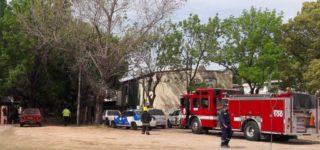 Una mujer y su hijo pudieron salir indemnes del fuego que se desató esta mañana en la cocina de su vivienda. Un cortocircuito en una heladera habría sido la causa.