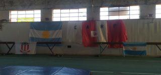 """El plantel de gimnasia artística de Riberas del Paraná cosechó 16 podios en lo que fue la participación en el torneo internacional virtual organizado por """"Club Azulgrana Elite"""" de Venezuela. De un total de 70 clubes compitieron 1200 gimnastas. Las villenses fueron 22."""
