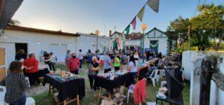"""El fin de semana, con gran éxito se desarrolló en el patio de la Casa de la Cultura la primera feria de cerámica artesanal """"De barro el corazón""""."""