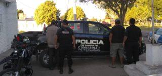 Personal de la Comisaría 5ª de la vecina localidad interceptó a dos hombres oriundos de Villa Constitución que se movilizaban en una moto con un carro y que habían sustraído de la vía pública herramientas comunales.