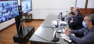 El presidente Alberto Fernández mantuvo una reunión virtual con todos los gobernadores del país con lo que analizó y acordó la posible implementación de medidas de limitación de la circulación de personas en horario nocturno y encuentros sociales para disminuir los contagios de coronavirus.