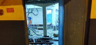 Tras cortar parte del tejido perimetral de la terminal de Servicios Portuarios, una banda de ladrones ingresó al predio, amenazó con un arma de fuego al vigilador y robo cables de un depósito. Dos de los presuntos autores del hecho fueron aprehendidos.